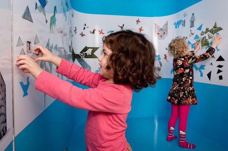 Villa Zebra: ZELF! in Rotterdam.  In ZELF! komen peuters en kleuters spelenderwijs in aanraking met hedendaagse kunst. De interactieve kunstinstallaties stimuleren de verbeeldingskracht, taalontwikkeling, motoriek en creativiteit van jonge kinderen.
