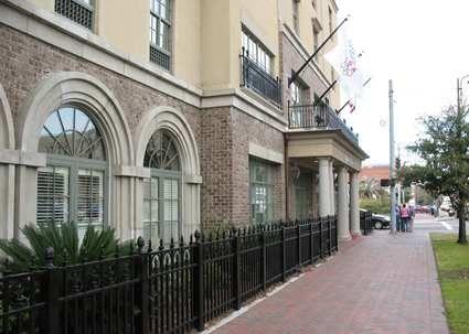 Hampton Inn & Suites Savannah Historic District Hotel, GA - Hotel Exterior