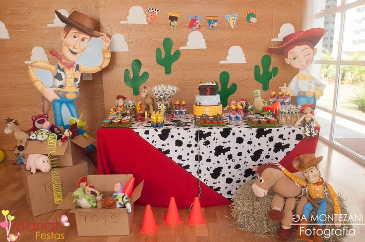Festa toy story | Woody e Buzz | Festa de menino | Festa infantil | Decoração by Mariah festas #woody #buzz #toystory