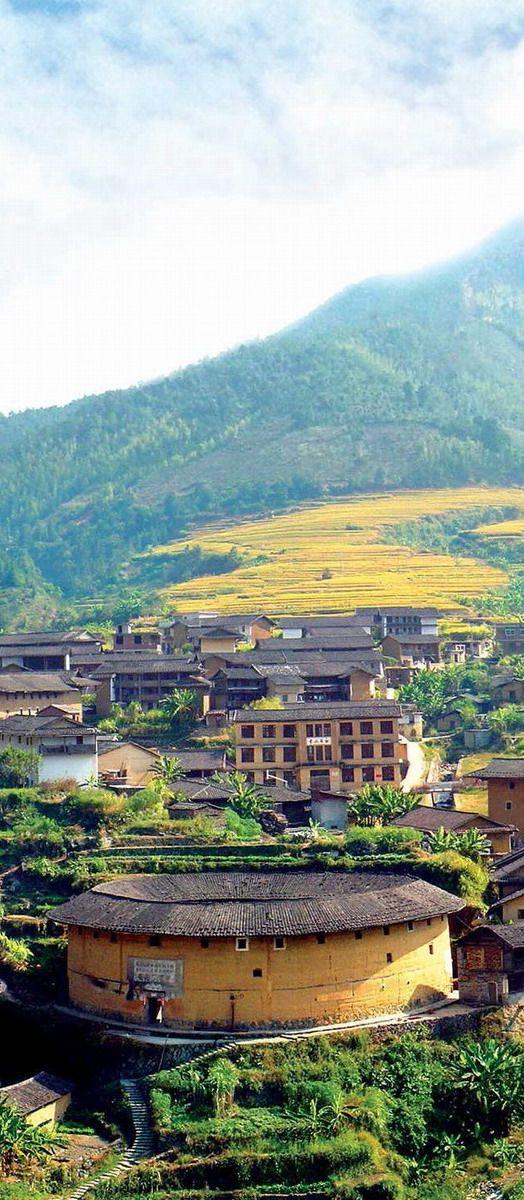 Tulou in Fujian, Nanjing CHINA (http://en.directrooms.com/hotels/subregion/1-12-602/ #Unesco_World_Heritage_Site)