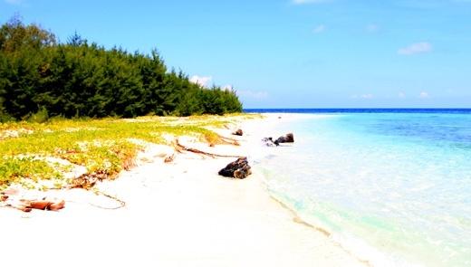 Karimun Jawa: Pasir Putih, Laut Bersih, dan Matahari