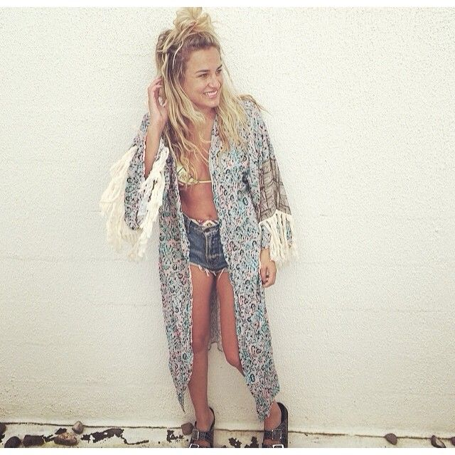△ Nicole looking beautiful and relaxed in the Alhambra Kimono $220 | available now △ @nicolelucasstylist