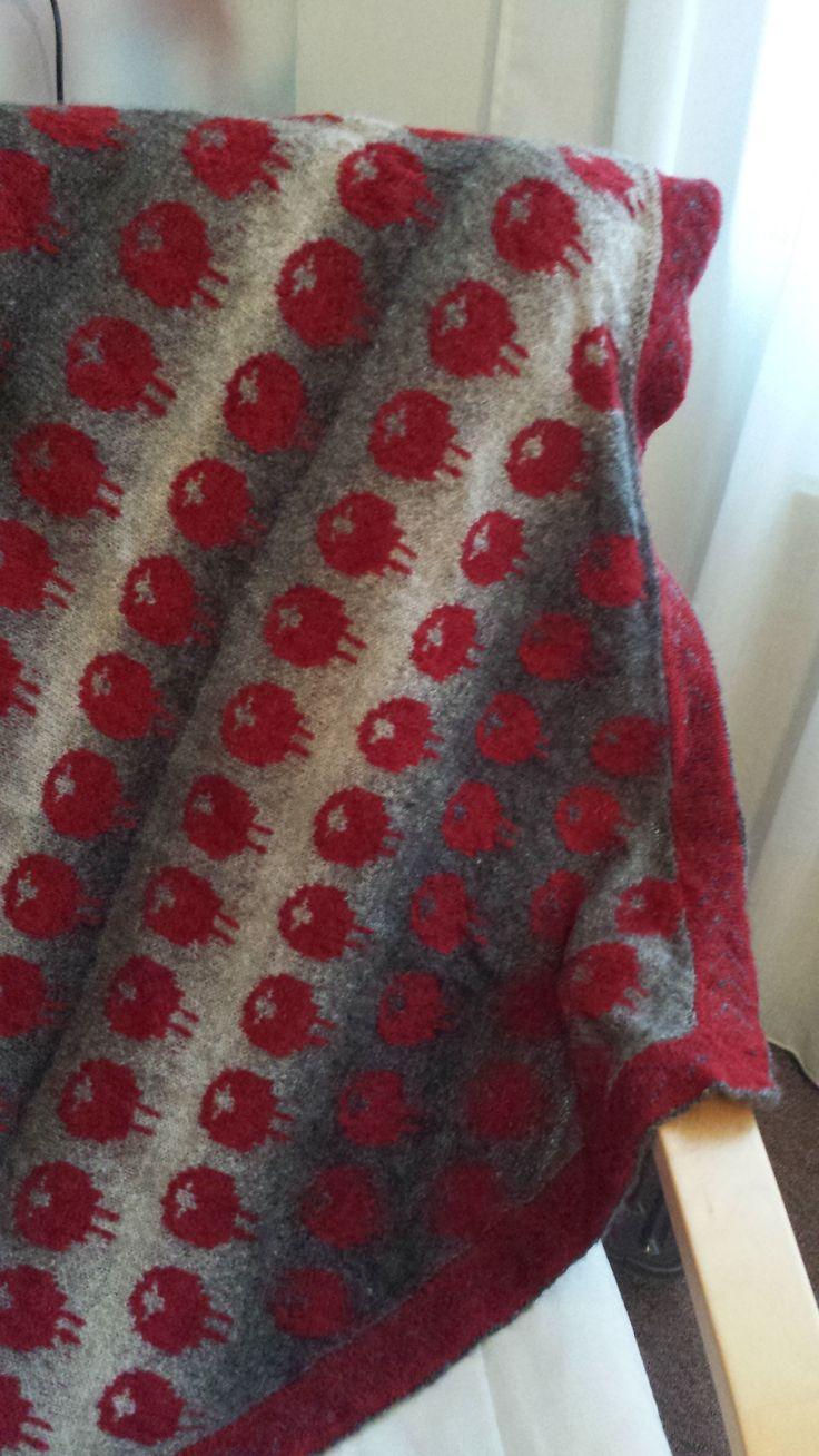 "Sjawl, ""schaapjes in de mist"", zelf gebreid met pakket van http://www.trollenwol.nl/breipakketten/shawls"