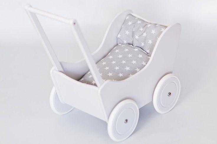 Drewniany wózek dla lalek TOLA, kolor biały, bebeStragan Poznań