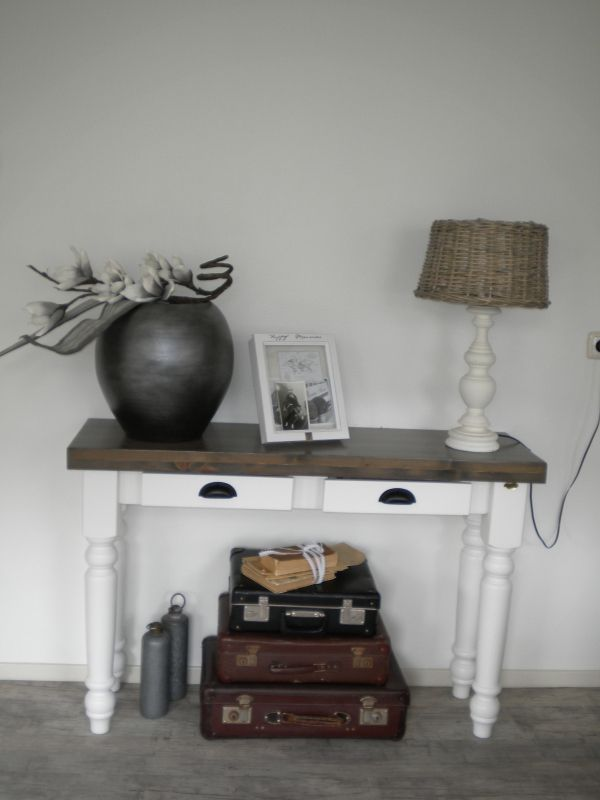 17 beste idee n over hal tafel decor op pinterest console tafel decor hal tafel decor en - Verf credenza ...