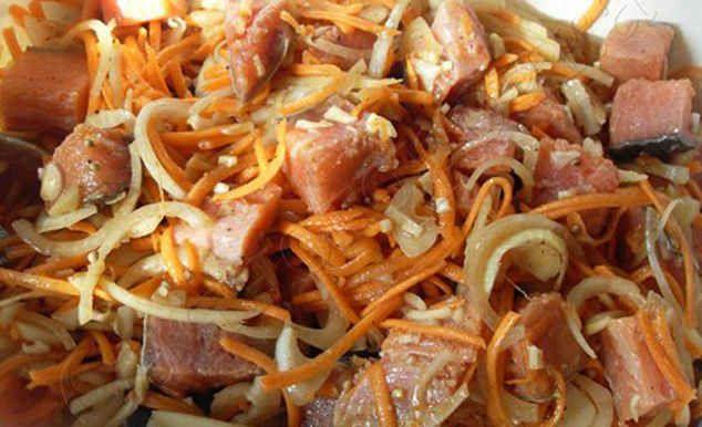 Хе – популярная острая корейская закуска. Ее делают из овощей, из мяса, из курицы, но вариант из рыбы пользуется самой большой популярностью. Добавьте в свою тетрадку несколько вкусных рецептов.