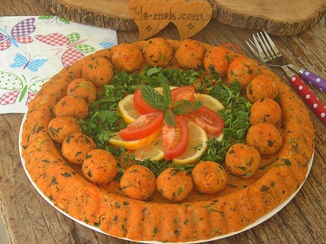Tart kalıbında kolayca yapacağınız pratik, lezzetli ve pasta görünümlü nefis bir mercimek köftesi tarifi...