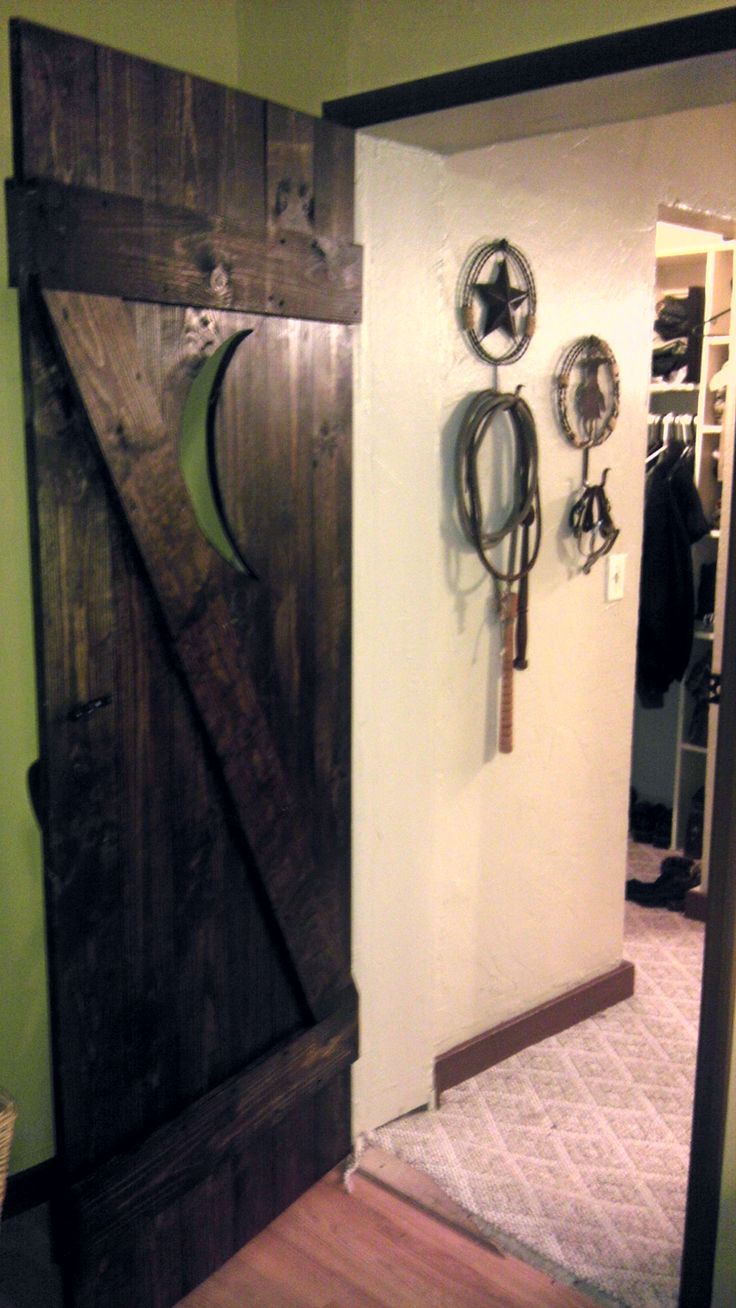 Cowboy boot bathroom decor - My Outhouse Door Leading To The Bathroom Absolutely Love It With Our Western Decor