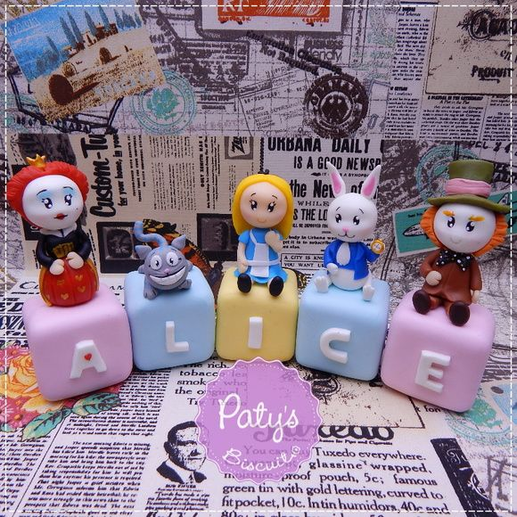Cubos Decorados Alice in Wonderland - Paty's Biscuit