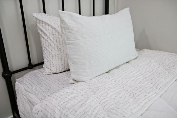 bedroom pillows fresh and clean