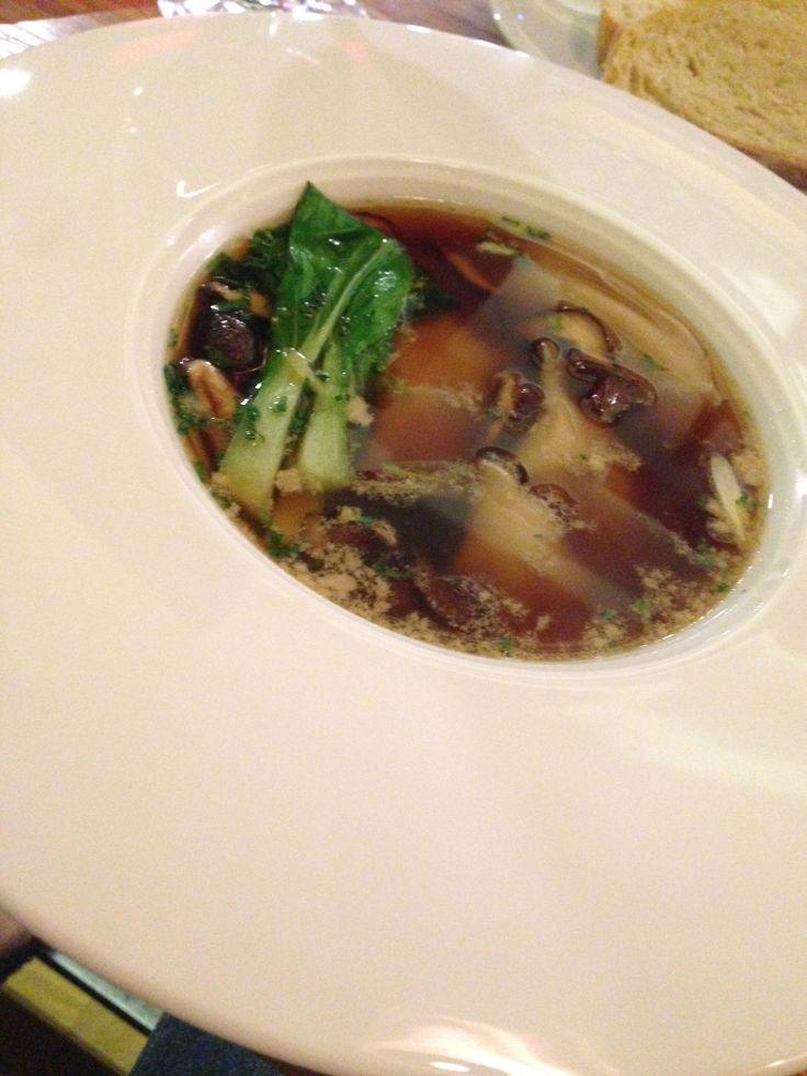 H4C - Dumpling foie gras, consommé asiatique, shiitake et joi choy.