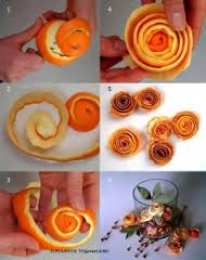 se avete la pazienza di sbucciare alla perfezione un'arancia e aspettare che si secchi avrete dei bellissimi fiori autunnali da usare nei vostri centrotavola. e profumano (anche se potete aiutarli con dell'essenza all'arancio)!