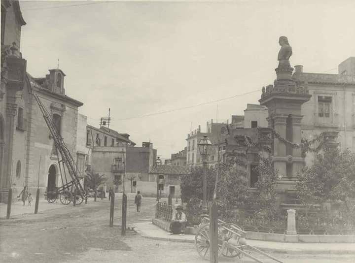 Monumento a salzillo en Santa Eulalia al fondo se ve una escalera alguna reparación en la iglesia