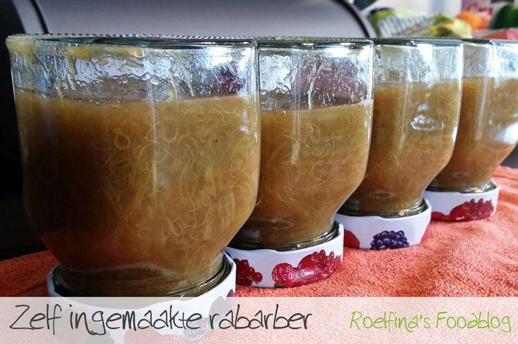 Heb je meer #rabarber uit je #moestuin dan je in een keer op kan? Maak deze dan in. Zorg voor een paar lege #jampotten, maak deze heel goed schoon en doe de (nog warme) rabarber in de jampot. Wil je weten hoe je rabarber klaar maaken? Lees hier het recept! http://foodblog.roelfina.net/nagerechten/rabarber-uit-eigen-tuin/