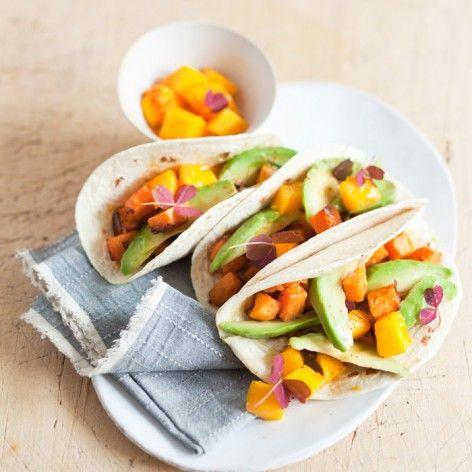 Tacos de mangue avocat et patate douce à la sauce chili