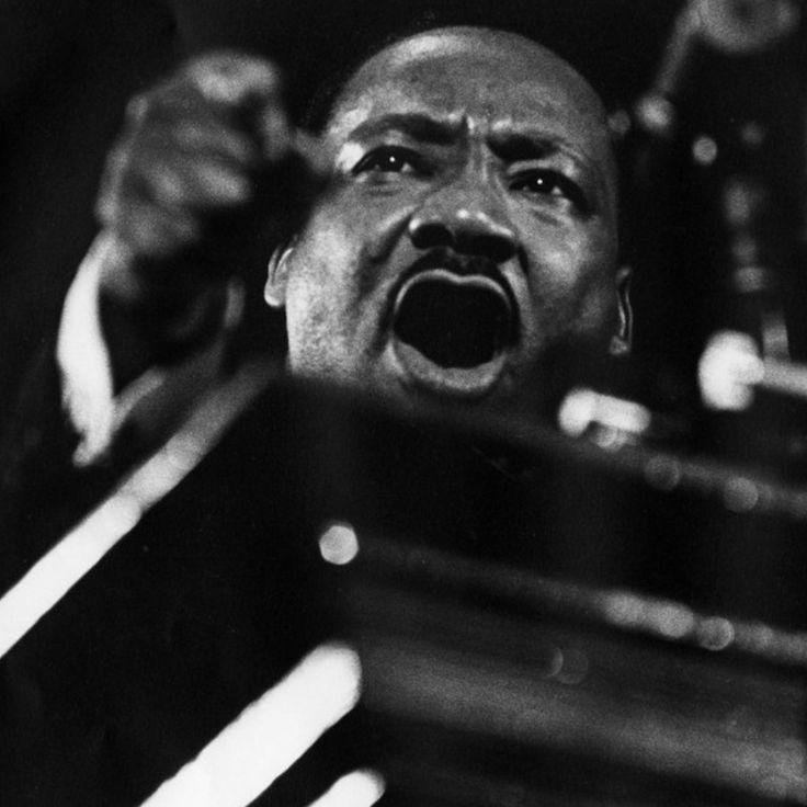 Em homenagem ao pastor e ativista do movimento negro Martin Luther King, Jr., um dos mais importantes líderes do movimento pelos direitos civis nos Estados Unidos, o Blog da Boitempo recupera um tr…