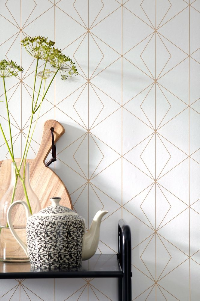 Ellos Kimiko wallpaper with geometric gold pattern