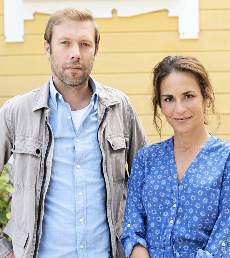 The Sandhamn Murders. Thomas Andreasson (Jacob Cedergren) and Nora Linde (Alexandra Rapaport).