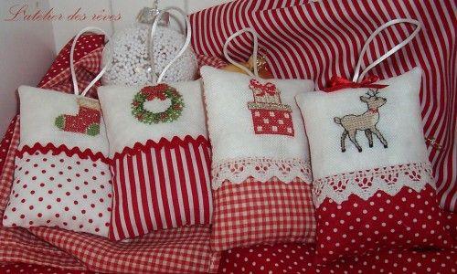 Bonjour à toutes,j'espère que vous allez bien et que vos préparatifs de Noël avancent bien nous avons décoré notre sapin cette semaine et pour l'occasion j'ai confectionné quelques coussinets pour l'embellir un peu plus *************** Modèles trouvés...