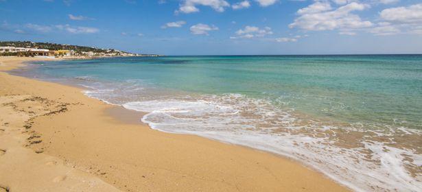 Nel territorio di Salve, la Marina di Pescoluse con la sua Bandiera Blu e 3 Vele Legambiente è paragonata alle incantevoli spiagge esotiche d'oltreoceano, tanto da meritarsi il nome di Mal...