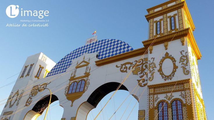 11 de marzo de 2016. Primera torre de la Portada de la Feria de Abril de Sevilla 2016 casi terminada :) http://www.limagemarketing.es/ L'image Marketing | Agencia de Publicidad y Comunicación en Sevilla