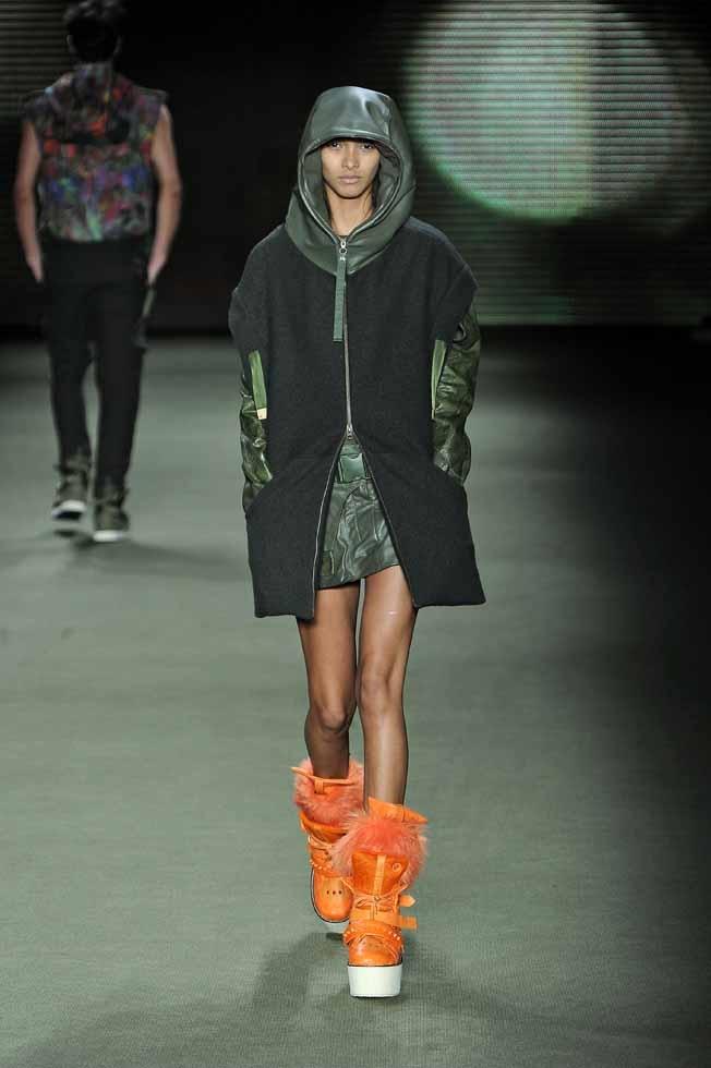 LOOK 32    33640 Mix leather skirt with salmon skin e-fabrics  33724 Neoprane spike body  33642 Desarmy leather coat e-fabrics  33770 Psychedelic backpack e-fabrics  34190 Salmon and pirarucu skin boots e-fabrics  33826 Plush gaiter