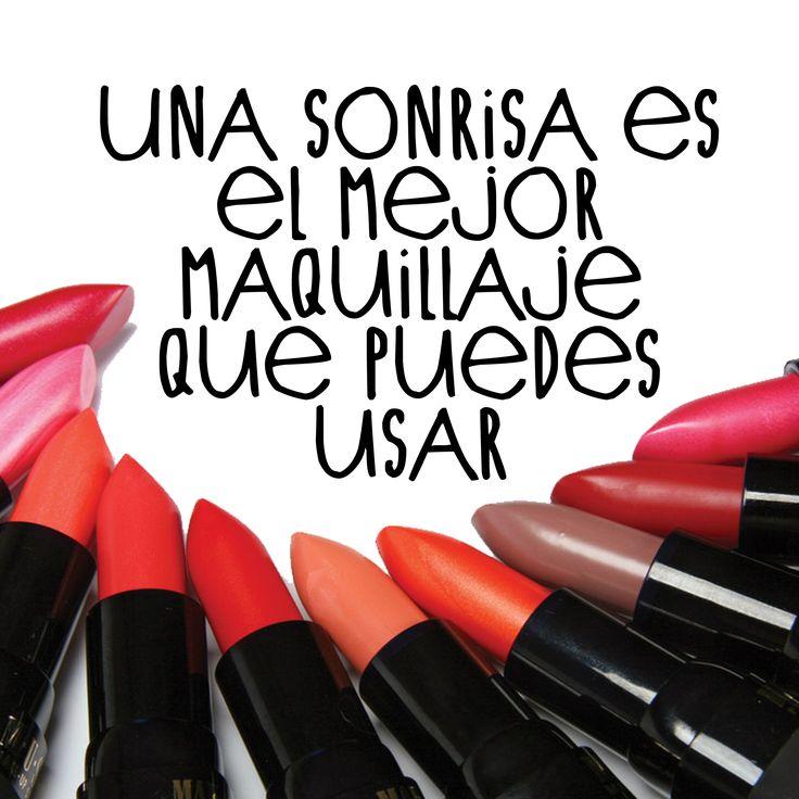 """""""La sonrisa es el mejor maquillaje que puedes usar"""" sin duda alguna"""" """"A smile is the best makeup you can have."""""""
