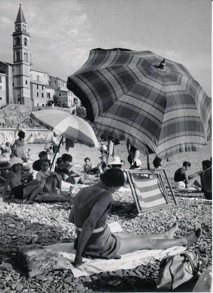 In spiaggia a Recco.Liguria (Photo: Bruno Stefani, 1940-1960)