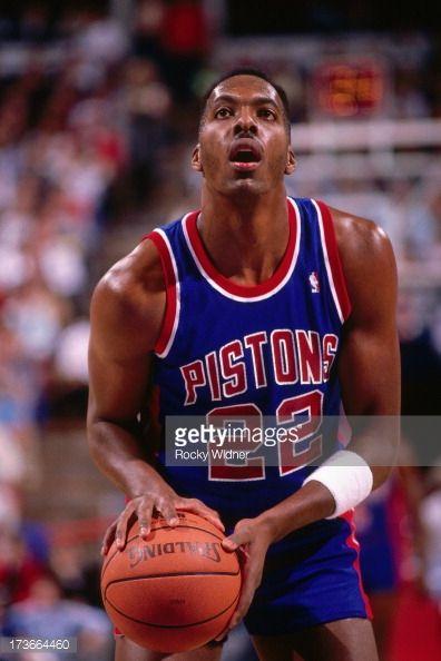 Fotografia de notícias : John Salley of the Detroit Pistons shoots a free...