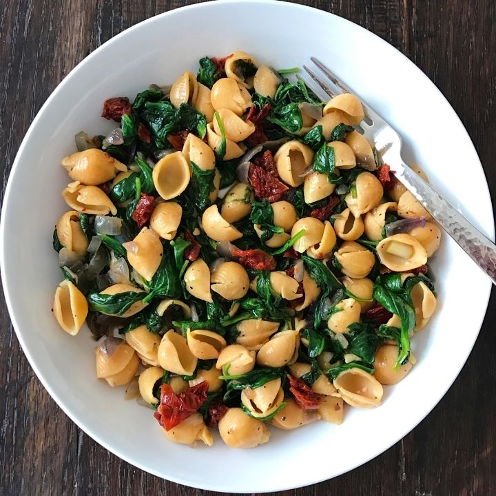 Spinach, red onions and sundried tomatoes all sautéed in the sundried tomato oil and mixed with Banza chickpea shells.  That's it.  High protein, high fiber, and lots of vitamins in one simple bowl.  Oh, and did I mention it is really yummy?
