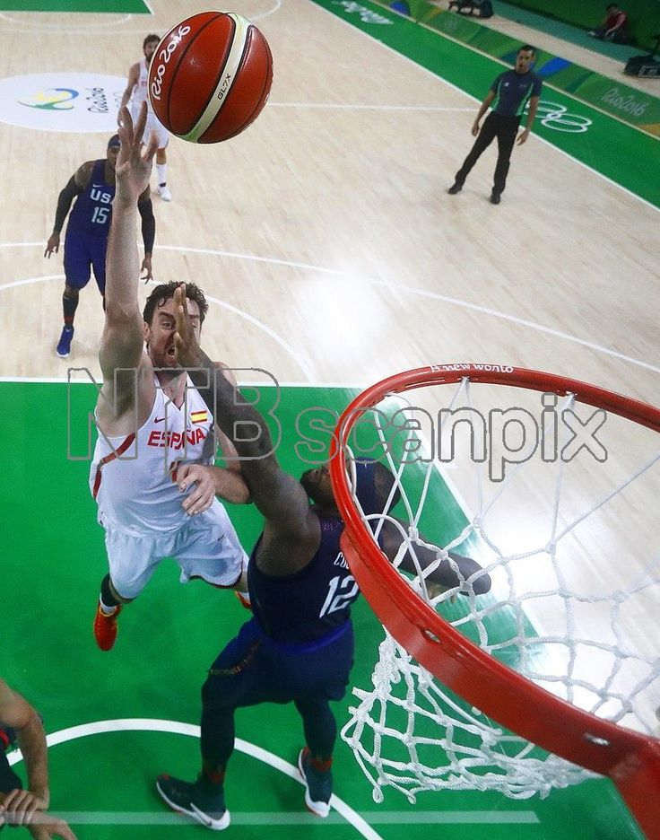 Pau Gasol (L) of Spain in action against DeMarcus Cousins (R) of the USA during the men's Basketball semi final game between Spain and the USA at the Rio 2016 Olympic Games at the Carioca Arena 1 in the Olympic Park in Rio de Janeiro, Brazil, 19 August 2016. EPA/LARRY W. SMITH