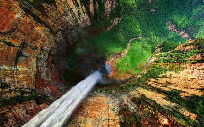 Dragon Falls are part of the Angel Falls located in Venezuela. This Venezuela  watterfals are biggest in the world with height of little above 3,200 ft. Waterfalls drops from the edge of Auyantepui mountain in the Canaima National Park.