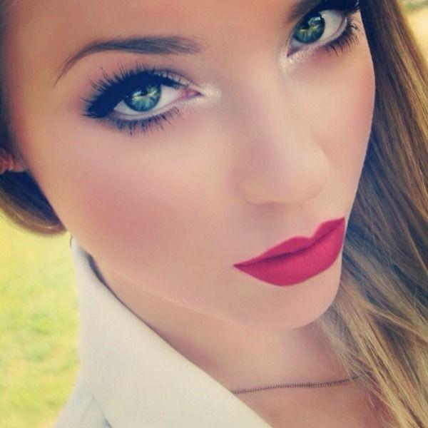 Perfect make up! Christmas kisses :-)