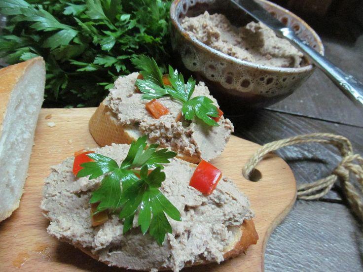 Куриная печень, мясо индейки, яйцо, лук, бекон, сухой чеснок, соль, перец…
