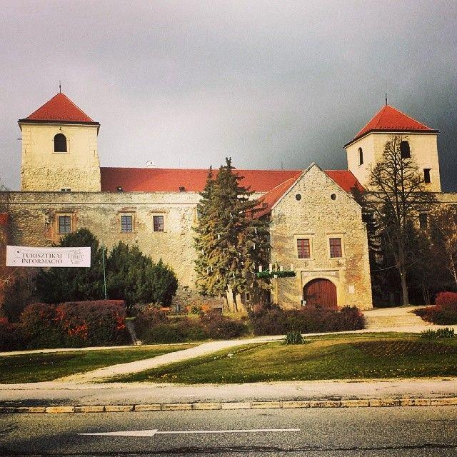 Thury Vár itt: Várpalota, Veszprém megye