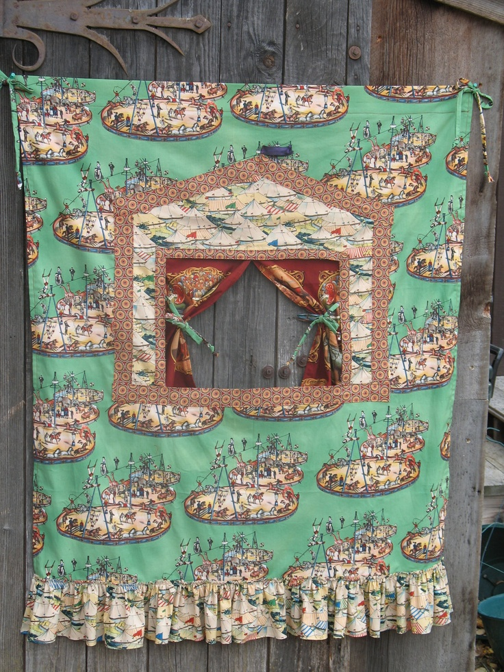 Doorway Puppet Theater Circus by Vivarue on Etsy  Excellent idea for our home divadlo