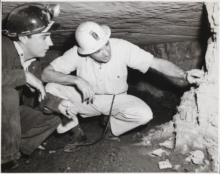 BA875/70: Inspecting asbestos in mine at Wittenoom, 1950 http://encore.slwa.wa.gov.au/iii/encore/record/C__Rb1963797?lang=eng