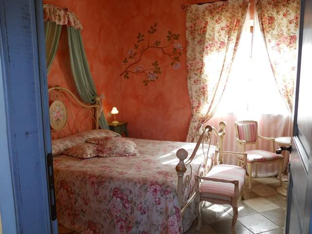 Weekend romantico in Toscana all'agriturismo romantico Taverna di Bibbiano, con magnifica vista sulla campagna più bella e su San Gimignano. Ideale weekend romantico, luna di miele in Toscana, mini luna di miele in Toscana, anniversario in Toscana.