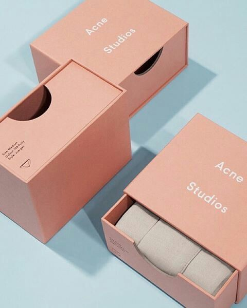 Such a neat and cute packaging. I always love minimalist packaging ♡ not to forget the pastel colours