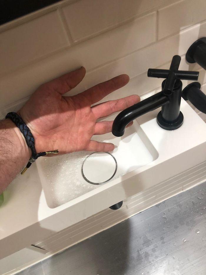 27 Of The Worst Bathrooms On Earth In 2020 Sink Bathroom Design Design Fails