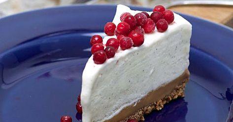 Julens i särklass godaste och vackraste efterrätt kan vara denna cheesecake med kola- och pepparkaksbotten. Dessutom smidig att förbereda några dagar innan festligheterna. Ett receptet att spara på till december eller prova redan nu?