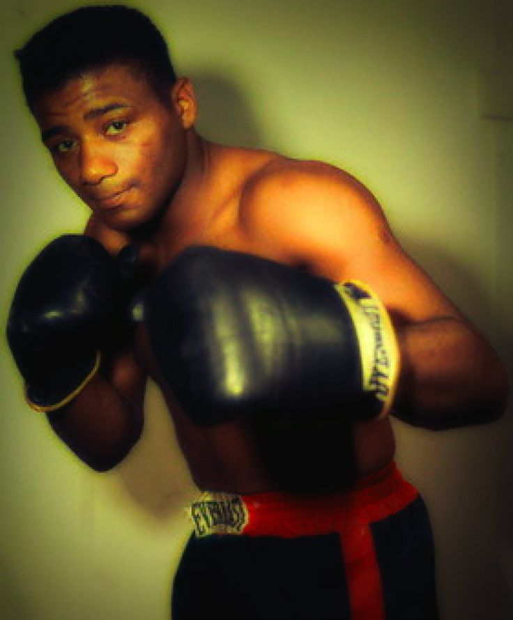 Floyd Patterson  Floyd Patterson (January 4 1935  May 11 2006) was an American professional boxer who held the undisputed world heavyweight championship. At the age of 21 he became the youngest boxer to win the world heavyweight title and was also the first heavyweight to regain the title after losing it. As an amateur he won a gold medal at the 1952 Olympics in the middleweight division.  Although Mike Tyson later became the youngest boxer to win a world heavyweight title at the age of 20…
