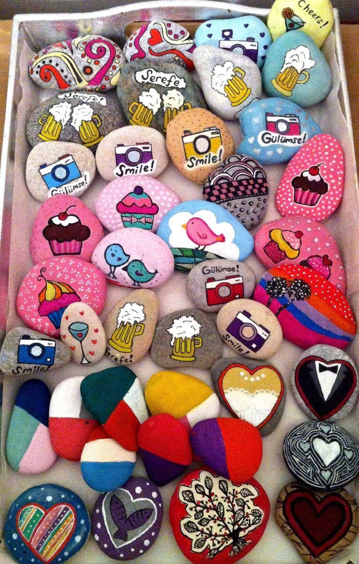 Düğün konseptine göre belirlenecek taşlar misafirleriniz güzel birer anı olarak kalacaktır. #favors #manzara #tasboyama #weddingfavor #nikahhediyesi #dugunhediyesi #uniqueweddingideas #weddingideas #weddingfavors #rocks #rockpainting #landscape #cupcake #hearts #cupcake #flower #heart #bride #groom #gelin #damat #bira #beer #photomachine #cheers #smile #fotografmakinasi #kalp #boyalitas #tasboyama #boyama #painting #suluboya  www.amoreajans.com