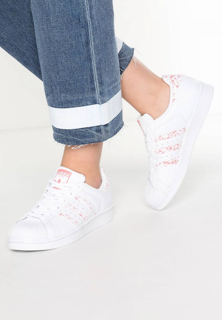 adidas Originals. SUPERSTAR - Trainers - white/tactile rose. Pattern:Print. Sole:synthetics. Shoe tip:round. Heel type:flat. Lining:imitation leather/ textile. shoe fastener:laces. upper material:leather and imitation leather. Insole:textile