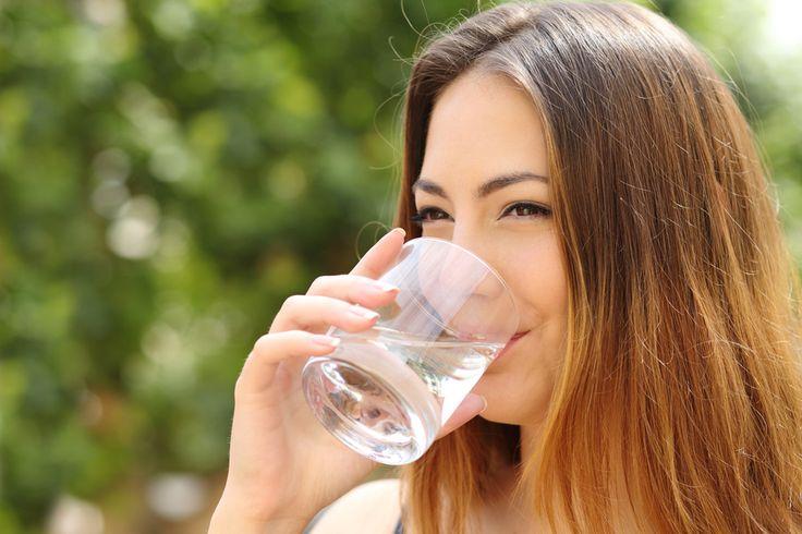Der Mensch ist buchstäblich ein Wasserwesen. Der Wassergehalt einer Eizelle beträgt ca. 99 Prozent. Bei unserer Geburt liegt der Körperwasseranteil bei ca. 90%, bei einem gesunden Erwachsenen bei ca. 70%.