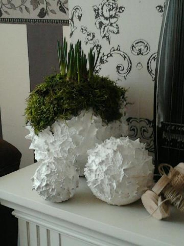 .piepschuim ballen , elastische tegellijm,  verf (latex? ) potje plantje , en  o, wat mooi!