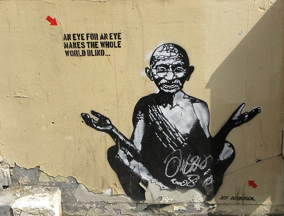 "Banksy, Gandhi : ""an eye for an eye makes the whole world blind"""