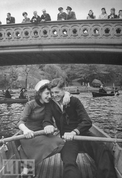 Central Park, New York, 1940s | Le Couple, visit http://www.pinterest.com/davidos193/boards/