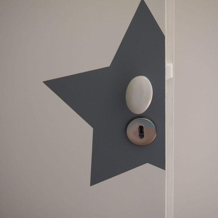 Jolie idée déco pour les portes  :  Sticker étoile ... Ou à peindre soi-même | DIY idea for door decoration