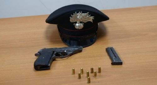 Campania: #Pistola con #matricola abrasa nascosta in un parcheggio a Villaricca arrestato il titolare (link: http://ift.tt/2d7MfOD )